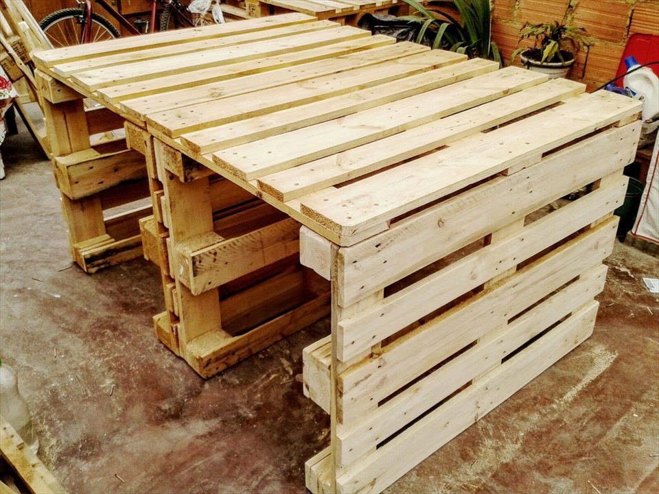 10 amazing wood ideas wma property for How to make a pallet kitchen table